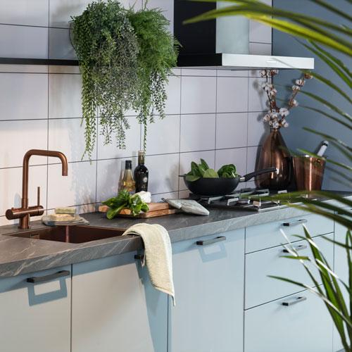 Blauwe keuken met koperen details | Eigenhuis Keukens