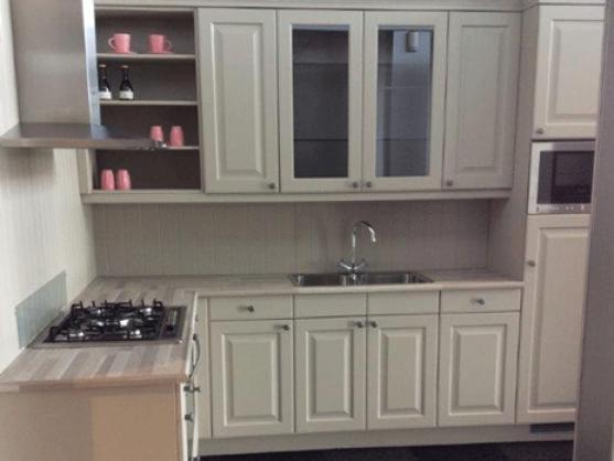 Eigenhuis witte keuken