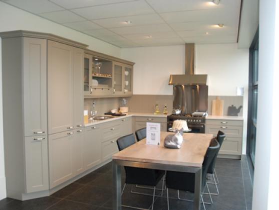 Eigenhuis IQ landelijke keuken showroom