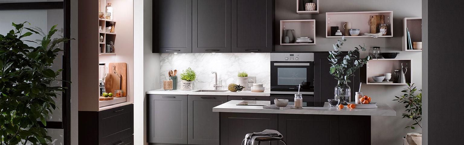 Klein grijs kookeiland | Keuken inspiratie | Eigenhuis Keukens
