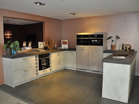 Eigenhuis IQ keuken in u-vorm (betonlook)