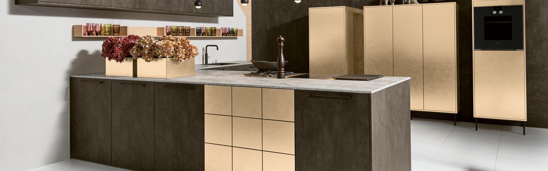 Trendy u-keuken met goud | Eigenhuis Keukens